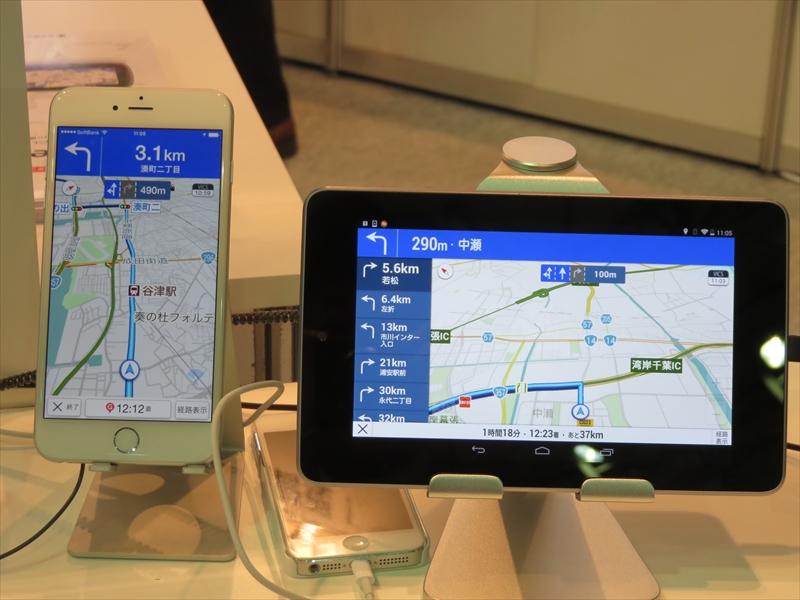 右がタブレット専用UI。年内にAndroid、年明けにiOSで実装する計画