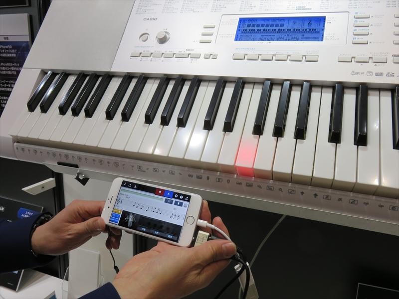 作成した曲はカシオ製のキーボードで練習できる