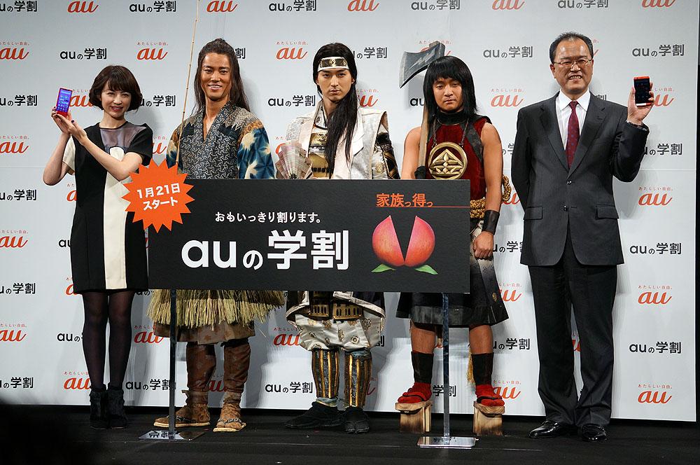 CMキャラクターとともに登壇した田中社長(一番右)