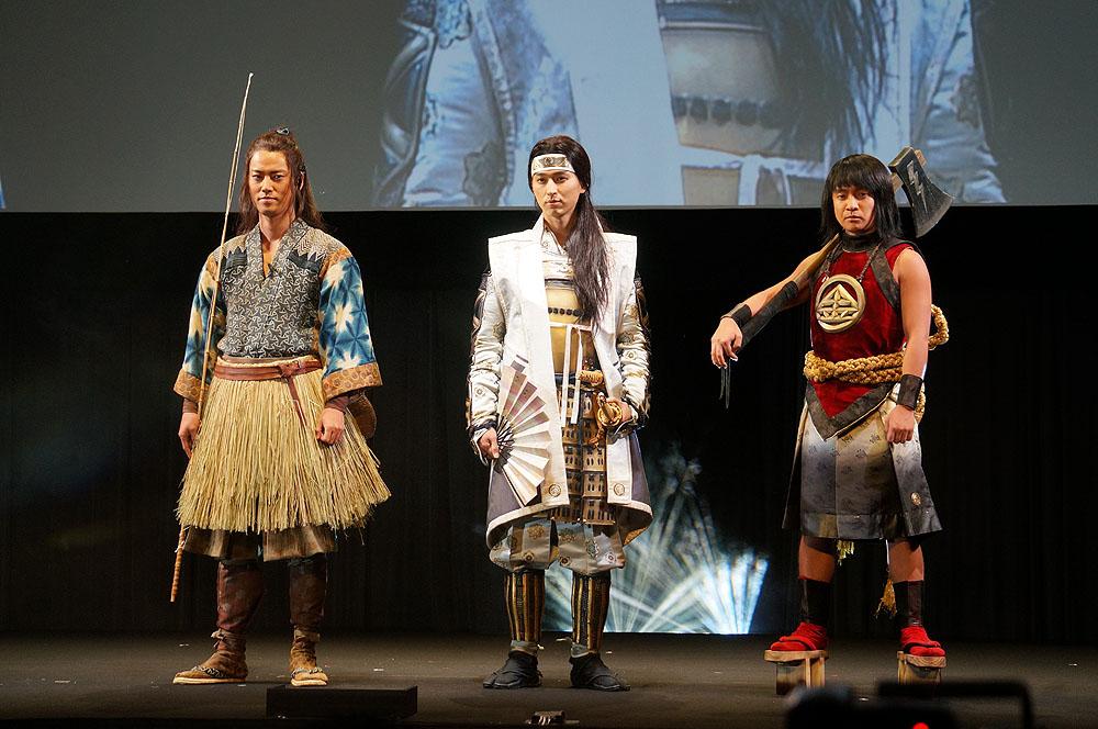 CMそのままの衣装で登場した松田 翔太(桃太郎)、桐谷 健太(浦島太郎)、濱田 岳(金太郎)