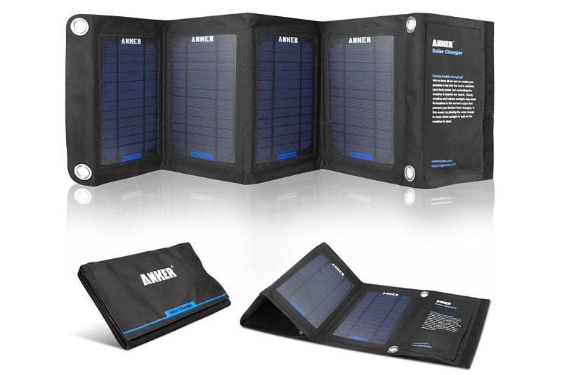 「Anker ソーラーチャージャー 折りたたみ式 PowerIQ搭載 (14W)」は充電用USBポート×2を持つ太陽光発電式チャージャーです。PowerIQ対応で、最大10Wまで出力できます。折り畳むとA4サイズになります。Amazon価格は6499円。