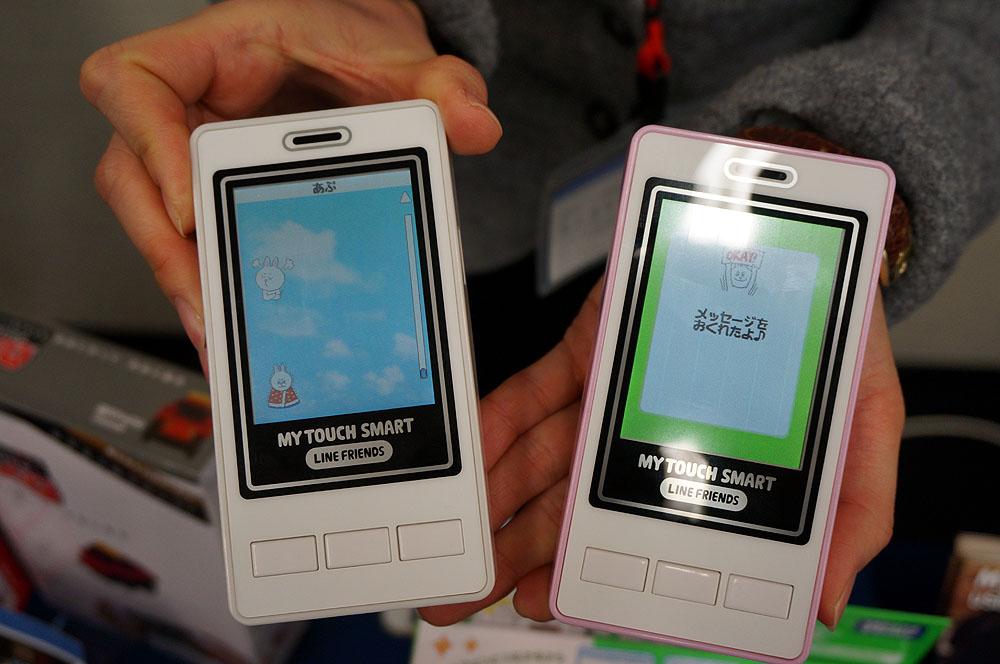 LINEごっこが楽しめるタカラトミーの玩具。アプリックスのBluetoothモジュールを採用し、スマートフォンと繋がる