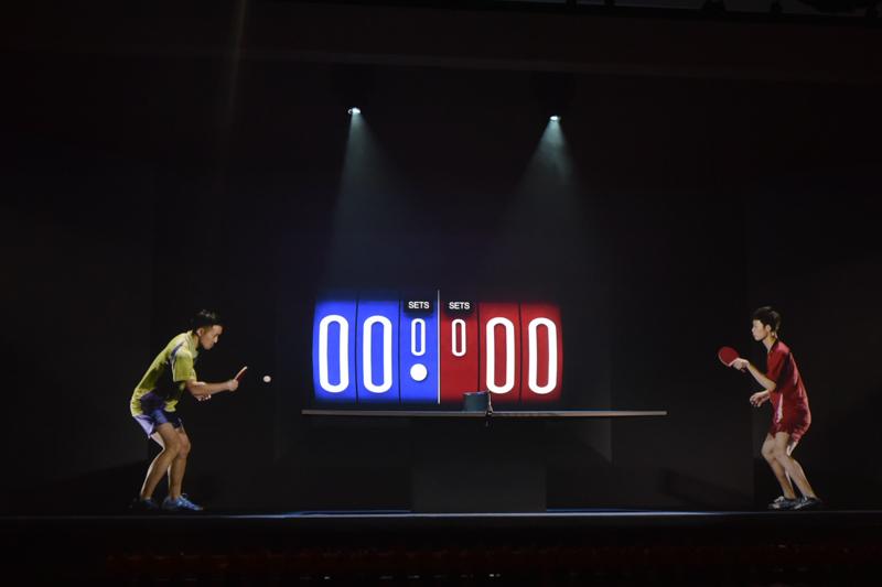 「イマーシブテレプレゼンス技術 Kirari!」でリアルタイムに配信される卓球のイメージ。ステージ上の実物は卓球台だけだ