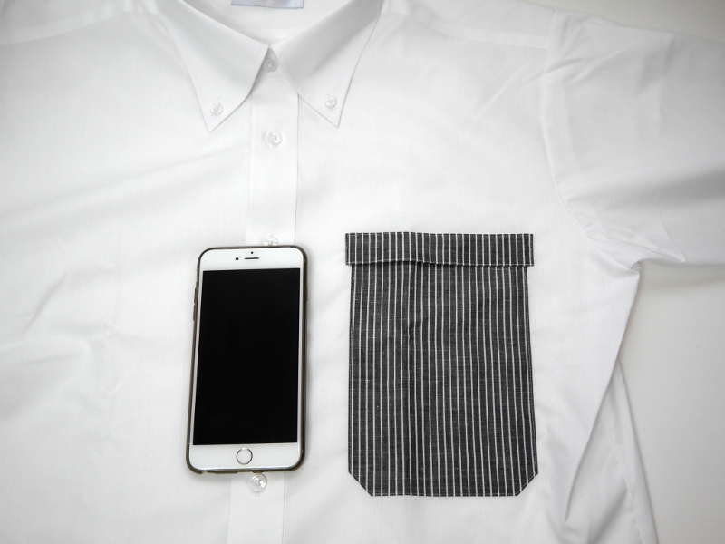 S~LLまでの4サイズのうち、iPhone 6 Plusが適合するのはLLサイズ(内寸幅130mm、ポケットの深さ185mm)。ちなみにiPhone 6はMサイズで対応する