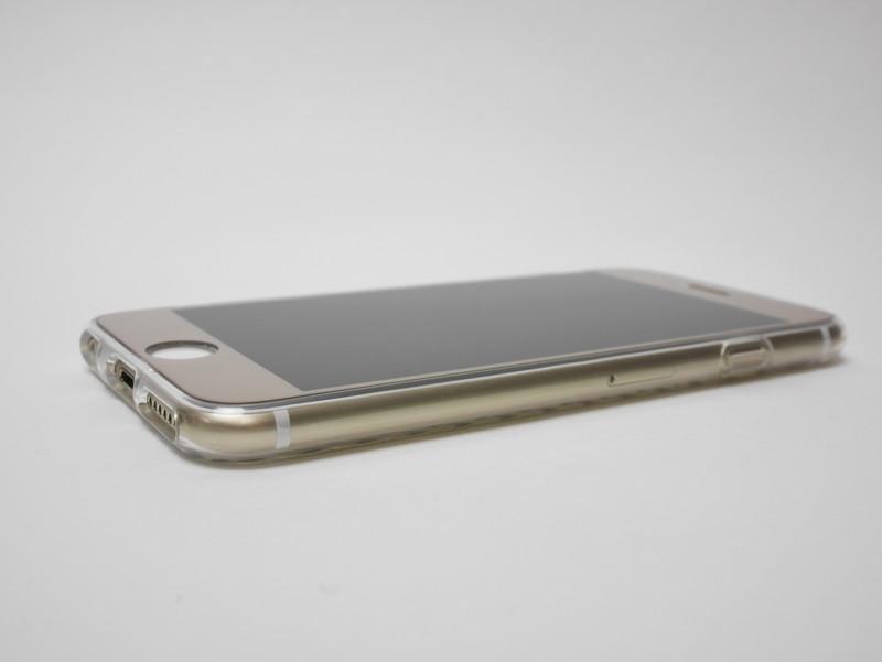 TPUソフトケースをiPhone 6に装着。ケースが透明でわかりづらいが、段差は見られなくなっている