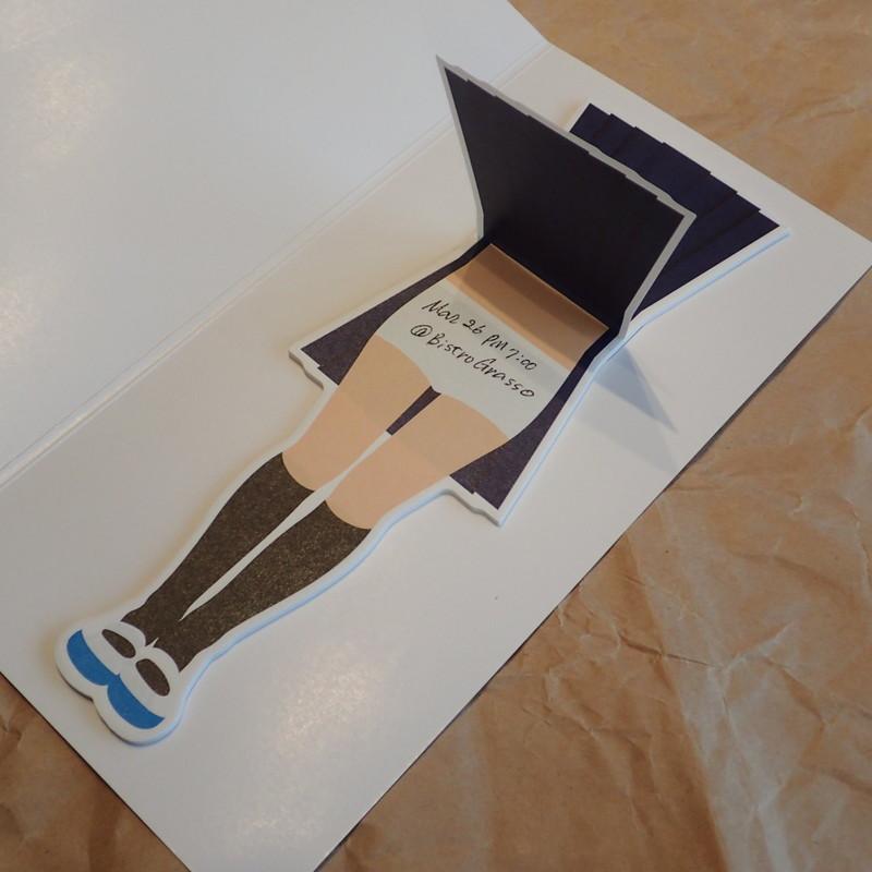 しかるべき場所にしかるべきメッセージを書いて、スカートでカバーする