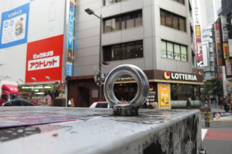 交差点で信号待ちのときに片手撮り。よく写るカメラです。