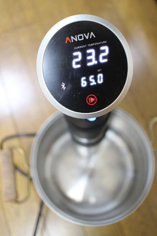 タッチパネルで温度や加熱時間を設定できる