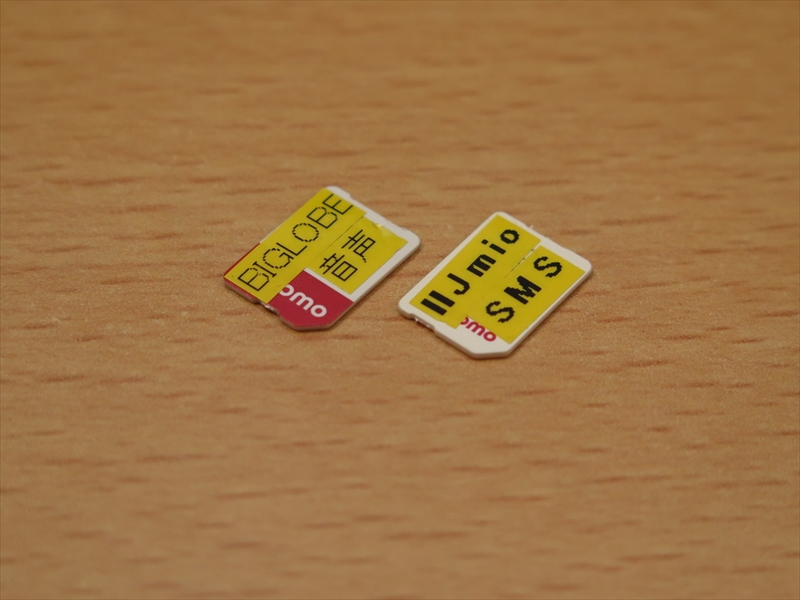 MVNO各社のSIMカードは判別ができないので、テプラで印刷して、シールを貼っている。もう少し薄いシールが欲しいんだけど……