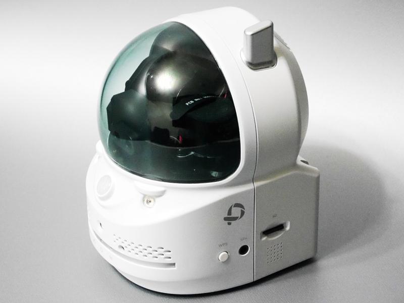 本体外観。カメラ部がスモーク状のドームに覆われた構造。画素数は100万画素と、このクラスとしては標準的