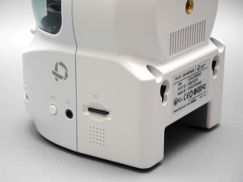 側面に挿入したmicroSDカード、もしくはLAN上に設置されたNASへの録画が可能