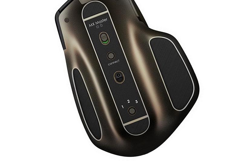 本体背面には、上から電源ボタン、コネクトボタン(ペアリング用)、Darkfieldレーザートラッキングセンサー、Easy-Switchボタンが並びます。3台までの端末とペアリングでき、Easy-Switchボタンにより接続先端末を切り換えます。マウス前方のmicroUSBポートから充電して使います。