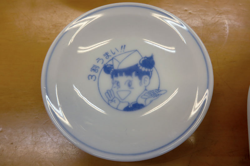 家に帰り着く前にぎょうざの満洲でまた餃子♪ 本日餃子食いすぎのワタクシです。ちなみに、ぎょうざの満洲の餃子は1人前6個で200円(税抜)。