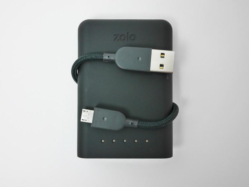 USBケーブルをぐるりと巻くだけで固定できるのはうれしい