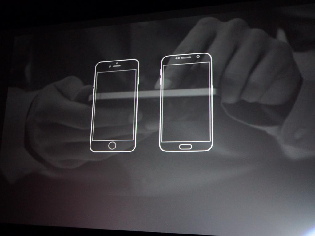 各社のスマートフォンは「ひとつの板」のようなデザインになり、個性が失われている