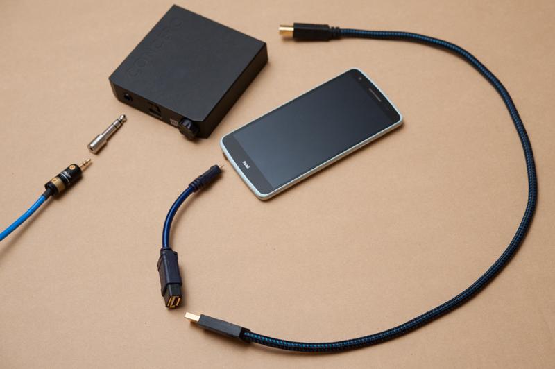 最新モデルではないAndroidスマートフォンがハイレゾプレーヤー(トランスポート)になる接続例。DAC兼アンプ(黒い箱)はもっと小型のものがたくさんある。ステレオミニプラグの先の変換プラグは前述のFURUTECHの「F63-S(R)」だ