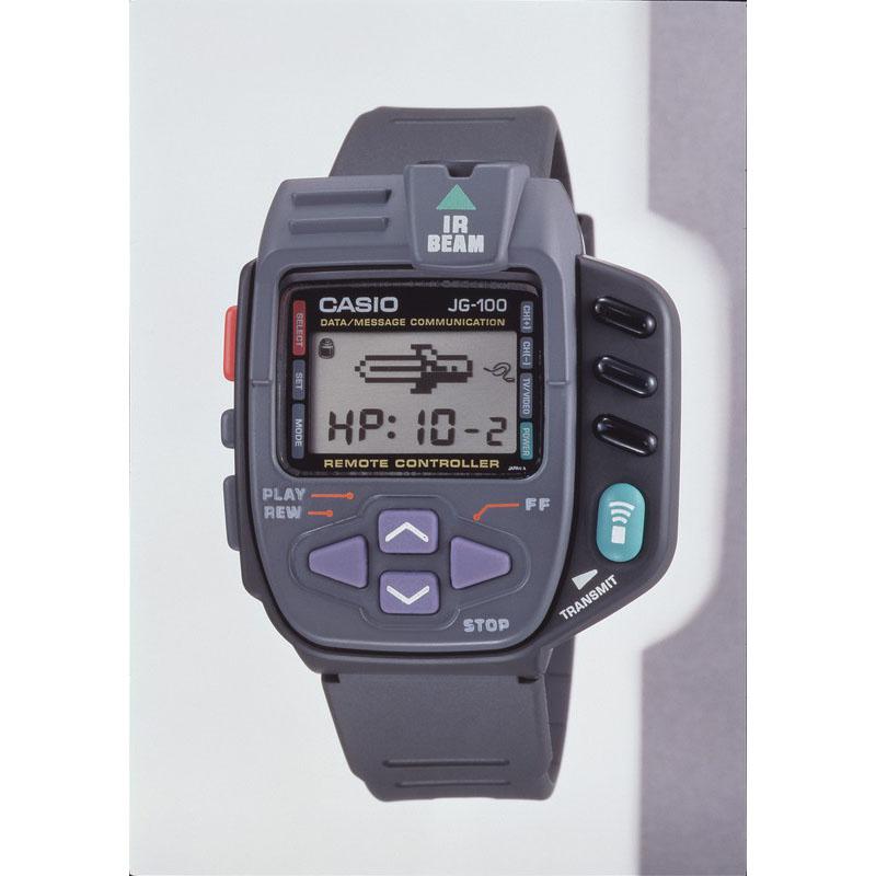 赤外線による通信機能で、離れた相手にメッセージ送信や対戦ができるゲームウォッチ「サイバークロス JG-100」:1994年(平成6年)発売