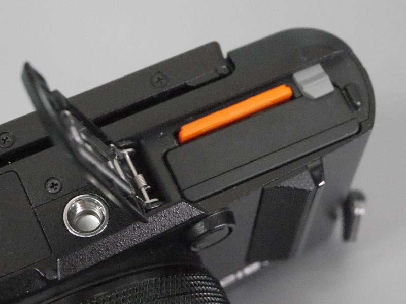 後述の連写モードを使うとバッテリーは急速に減るので、予備バッテリーは欠かせない