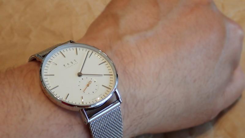 従来の感覚では、どうみても1万円代の腕時計には見えない