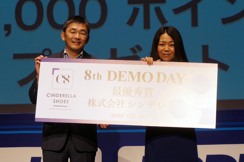KDDIの高橋氏(左)とシンデレラシューズの松本 久美氏