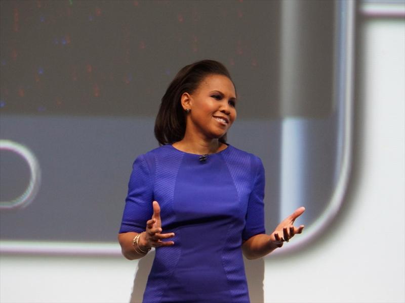 Galaxy S6 edge+を説明するSamsung Electronics AmericaのVice PresidentでProduct Marketing担当のAlanna Cotton氏