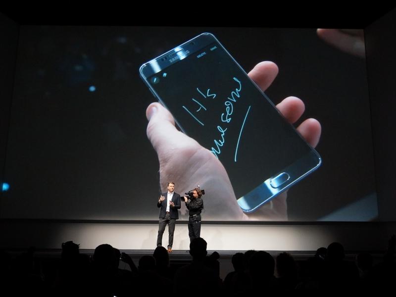 端末がスリープ状態でもSペンを引き抜けば、アプリが起動し、すぐに画面にメモを取ることができる