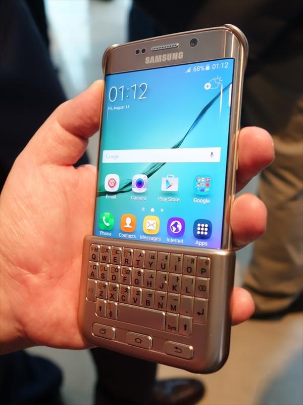 Keyboard Coverを装着した状態。BlackBerryシリーズを彷彿させる形状になる