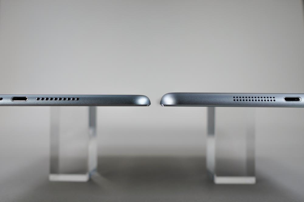 こうしてみると、iPad mini 4(左)の方が明らかに薄いことがわかる