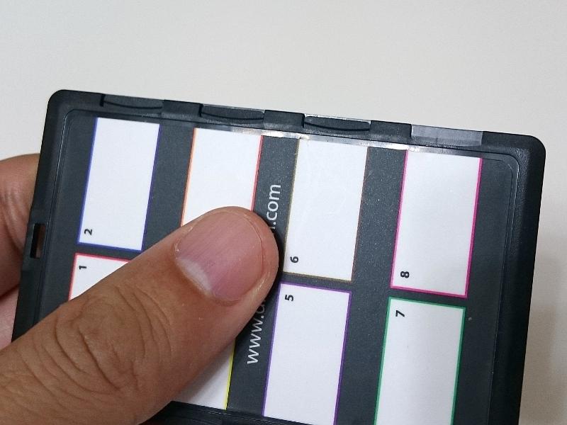 今回紹介したのは成型色が黒のタイプだが、成型色が白のタイプであれば、本製品以上にmicroSDの収納の有無を見分けやすそうだ