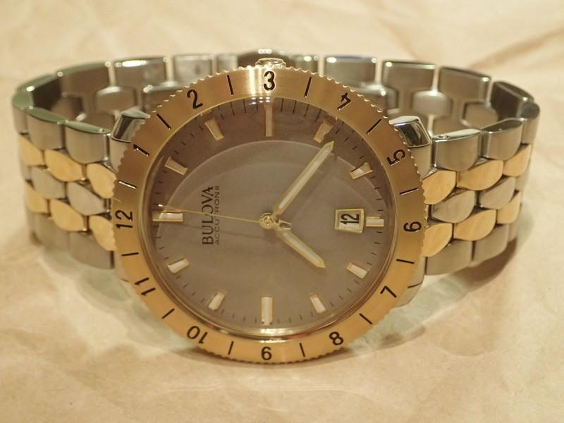 金と銀のコンビネーションカラーはこのモデルに最も似合うカラーリングだと思う