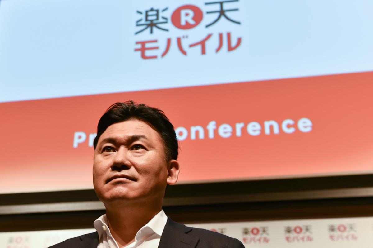 「楽天モバイル」を発表した楽天 代表取締役会長兼社長の三木谷浩史氏(2014年10月29日)