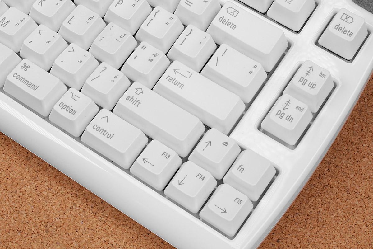 キー種類やキートップ刻印はMac用。[Option]キーと同時押しで入力できる記号類の刻印もあります。