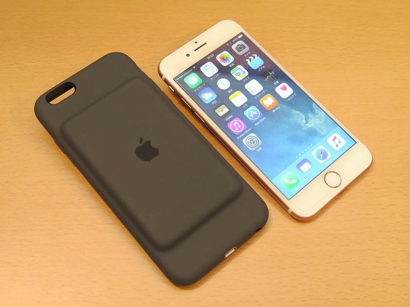 iPhone 6sとSmart Battery Case。装着すると、縦方向に少しサイズが長くなる