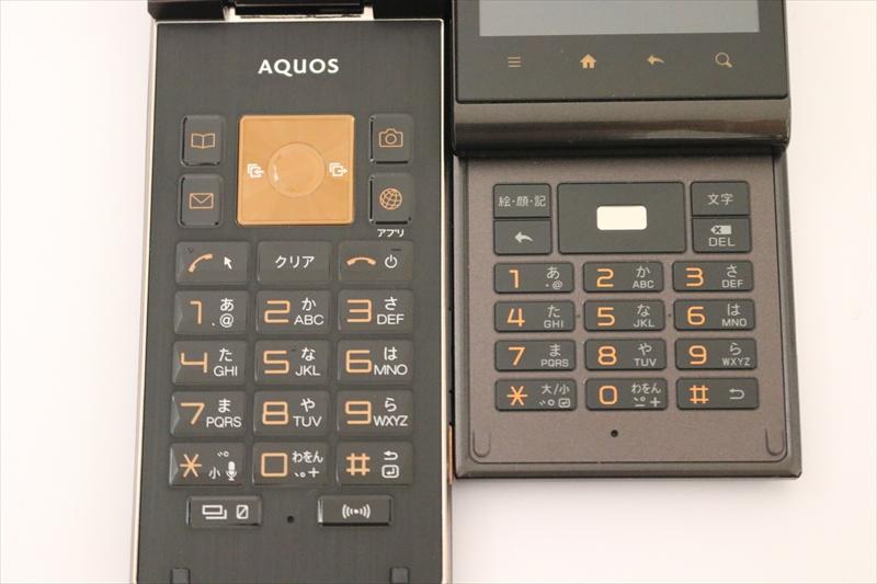 キーボードを拡大。SHF31(左)のテンキーが大きいというよりも、IS11SH(右)のテンキーが小さ過ぎる。DELキーもクリアキーのほうが分かりやすい。発売当時から言われていたことではあるのだけど
