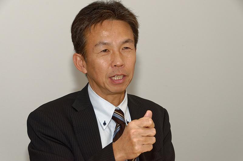 iOSアップデートがある日はほとんど寝ずに対応していると笑顔で話す津田氏