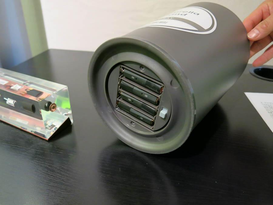 KDDIとの連携の例、au WALLET Marketで売られているIoT傘立てにCota対応単三電池を入れている