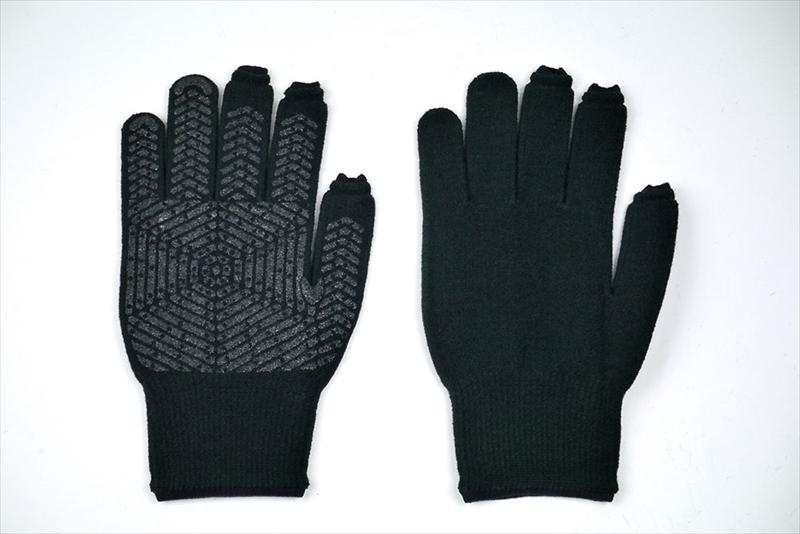 この冬、新たに導入した手袋「あったかスライドタッチ手袋II」