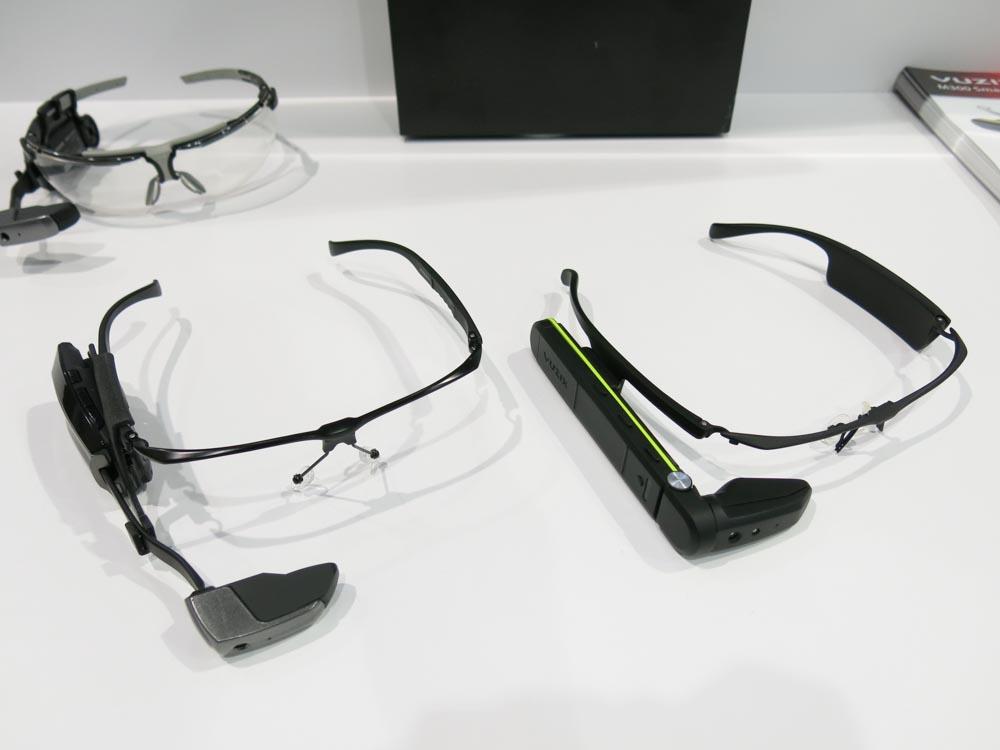 M100(左)とM300(右)