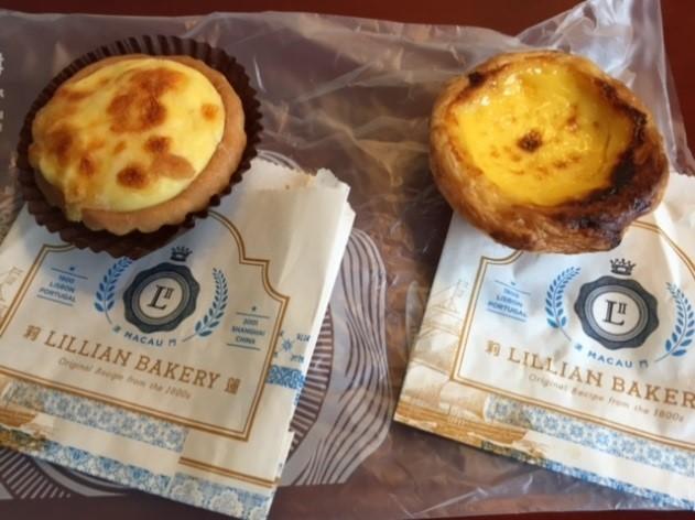 左がチーズタルト、右がエッグタルト。両方美味♪