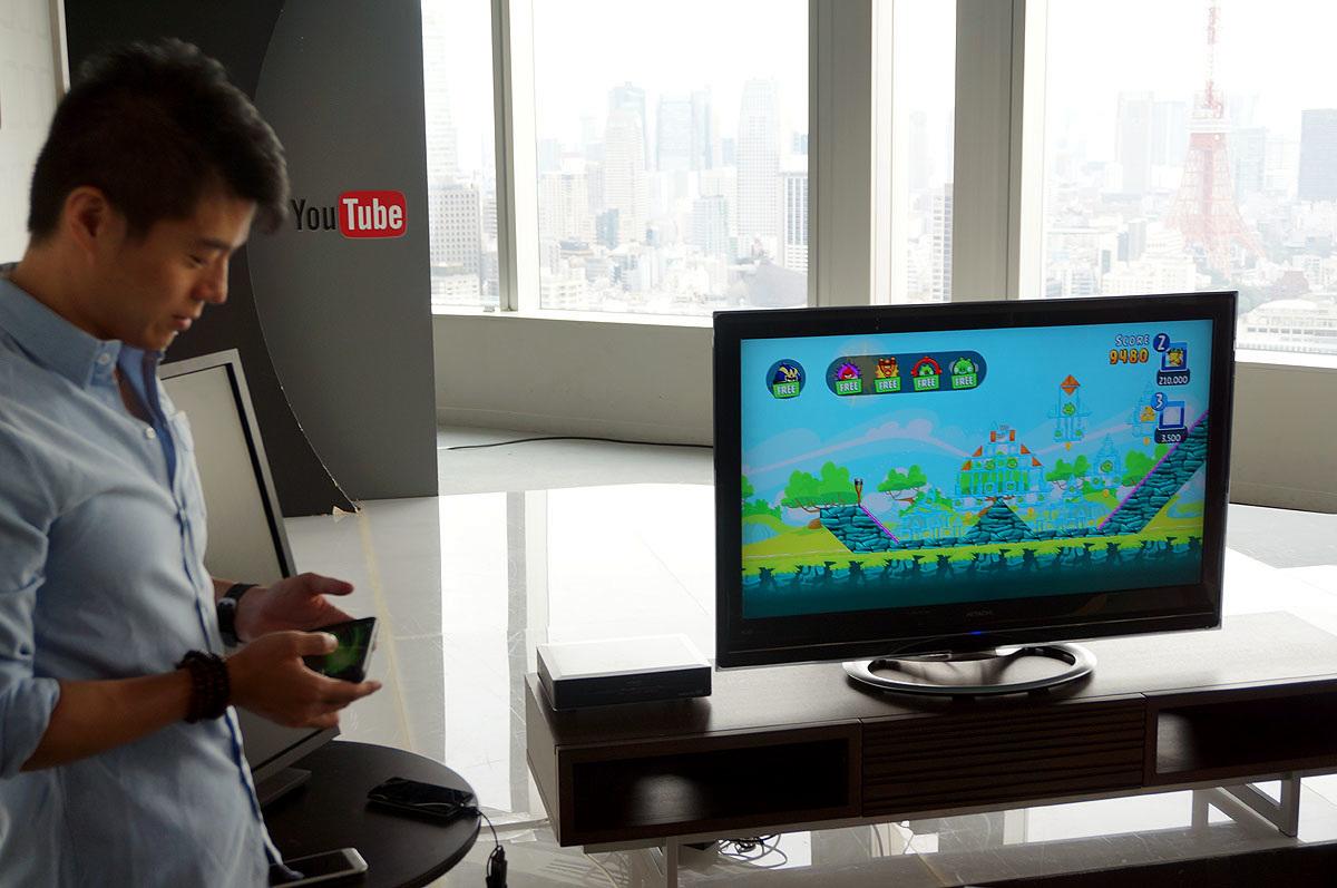Chromecastをテレビに繋げて、スマホのゲームを写し出してプレイ