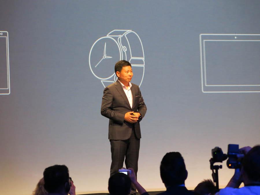 発表会に登壇したファーウェイのConsumer Business GroupのRichard Yu氏