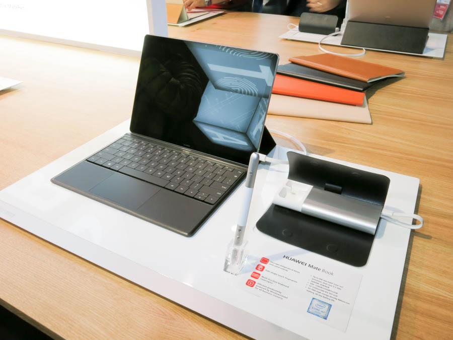 「MateBook」のGreyと周辺機器
