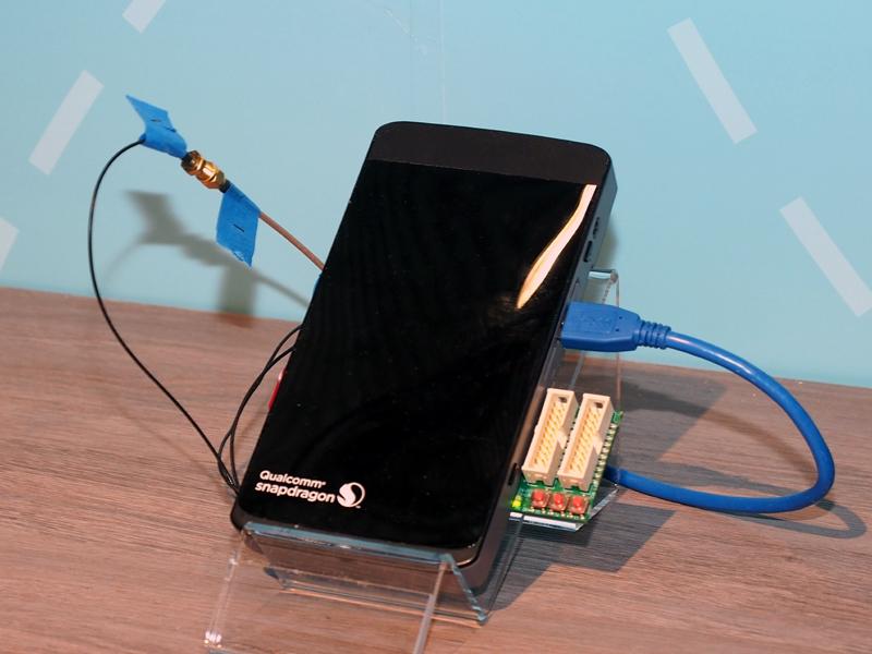 1Gbpsの通信を実現した、X16 LTEモデムのデモ