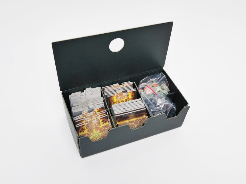 マップタイルやマーカーを格納する組み立て式の箱も付属している