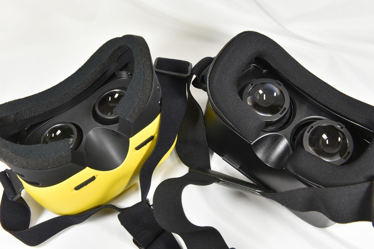 左のモデルは左右のレンズの幅を調整可能。右のモデルは幅に加えて前後に動かして視度も調整できるが視界には樽型の歪みが大きめに出る。どちらもメガネ着用可