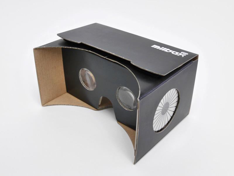 レンズを2つ装備したVRゴーグル「MilboxTouch」