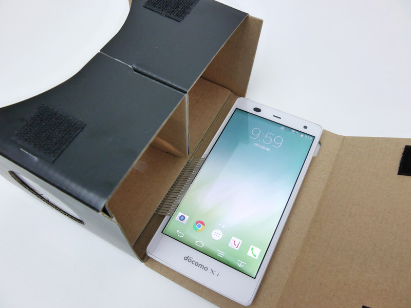 挿入可能なスマートフォンの大きさは150×76×10.5mmまで。参考までにいうと、ZenFone 2だとギリギリ入らない
