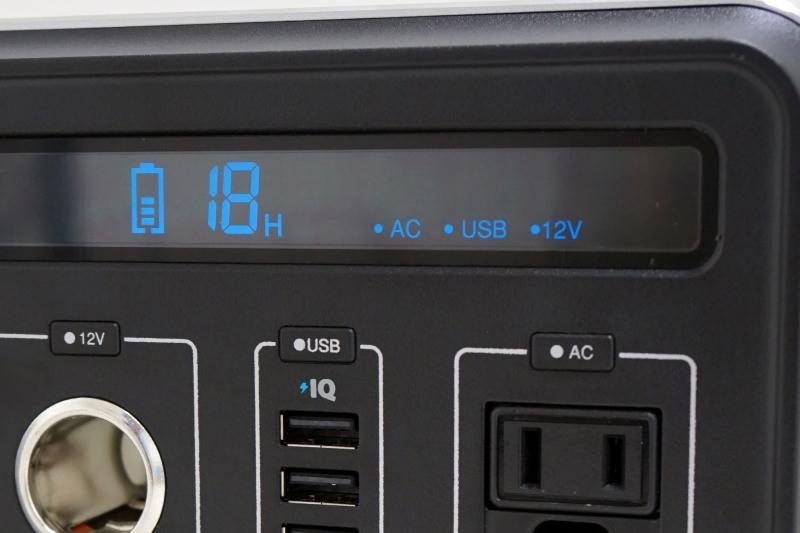 シガーソケット、USBポート、コンセントのそれぞれの上部にオン/オフのスイッチがある。機器を接続しただけでは充電されず、必ずこの電源ボタンを押す必要がある。押下時は「ピッ」と音が鳴る