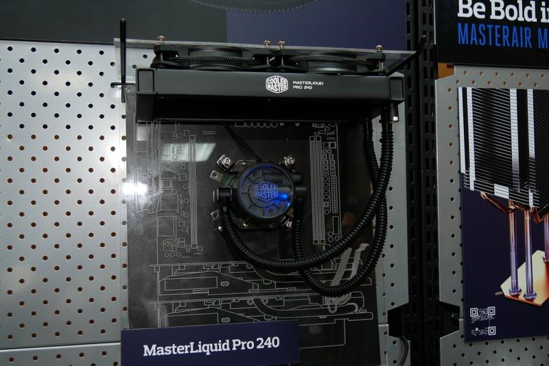 こちらは240mmラジエータ採用の「MasterLiquid Pro 240」