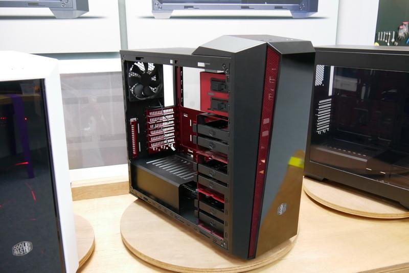赤のカラーリング採用の「MasterBox 5T」